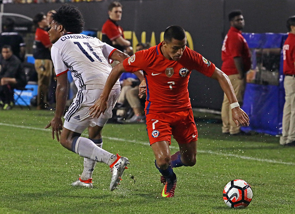 CHICAGO, IL - JUNE 22: Alexis Sanchez #7 of Chile moves around Juan Cuadrado #11 of Colombia during a semi-final match in the 2016 Copa America Centernario at Soldier Field on June 22, 2016 in Chicago, Illinois. Chile defeated Colombia 2-0.  (Photo by Jonathan Daniel/Getty Images)