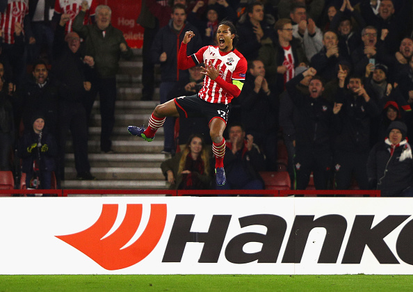 SOUTHAMPTON, ENGLAND - NOVEMBER 03:  Virgil van Dijk of Southampton celebrates after scoring his team's first goal during the UEFA Europa League Group K match between Southampton FC and FC Internazionale Milano at St Mary's Stadium on November 3, 2016 in Southampton, England.  (Photo by Ian Walton/Getty Images)