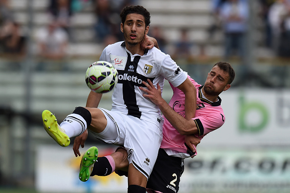 PARMA, ITALY - APRIL 26:  Ishak Belfodil (L) of Parma and Roberto Vitiello of Palermo compete for the ball during the Serie A match between Parma FC and US Citta di Palermo at Stadio Ennio Tardini on April 26, 2015 in Parma, Italy.  (Photo by Tullio M. Puglia/Getty Images)
