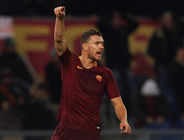 ROME, ITALY - DECEMBER 12:  Edin Dzeko of AS Roma gestures during the Serie A match between AS Roma and AC Milan at Stadio Olimpico on December 12, 2016 in Rome, Italy.  (Photo by Paolo Bruno/Getty Images )