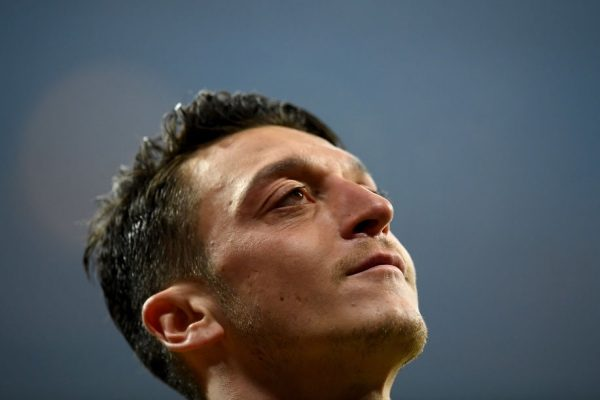 MUNICH, GERMANY - FEBRUARY 15:  Mesut Oezil of Arsenal looks on during the UEFA Champions League Round of 16 first leg match between FC Bayern Muenchen and Arsenal FC at Allianz Arena on February 15, 2017 in Munich, Germany.  (Photo by Matthias Hangst/Bongarts/Getty Images)